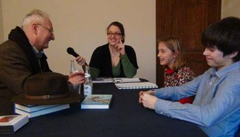 Ben, Julie en Rebecca interviewen Ludo Enckels